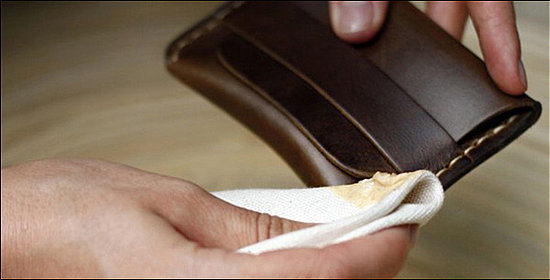 Как быстро убрать трещины и царапини на коже